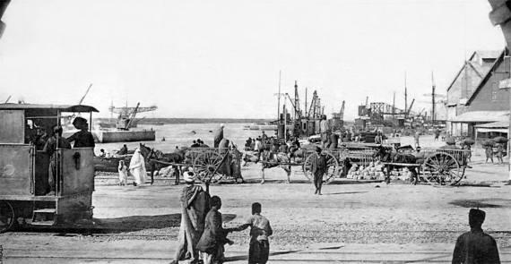 depuis-la-porte-de-la-marine-vers-1910